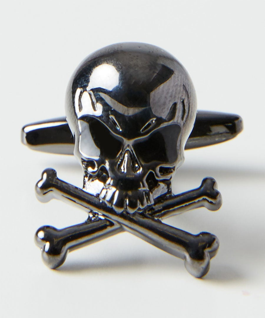 Skull And Crossed Bones Cufflinks Model Front