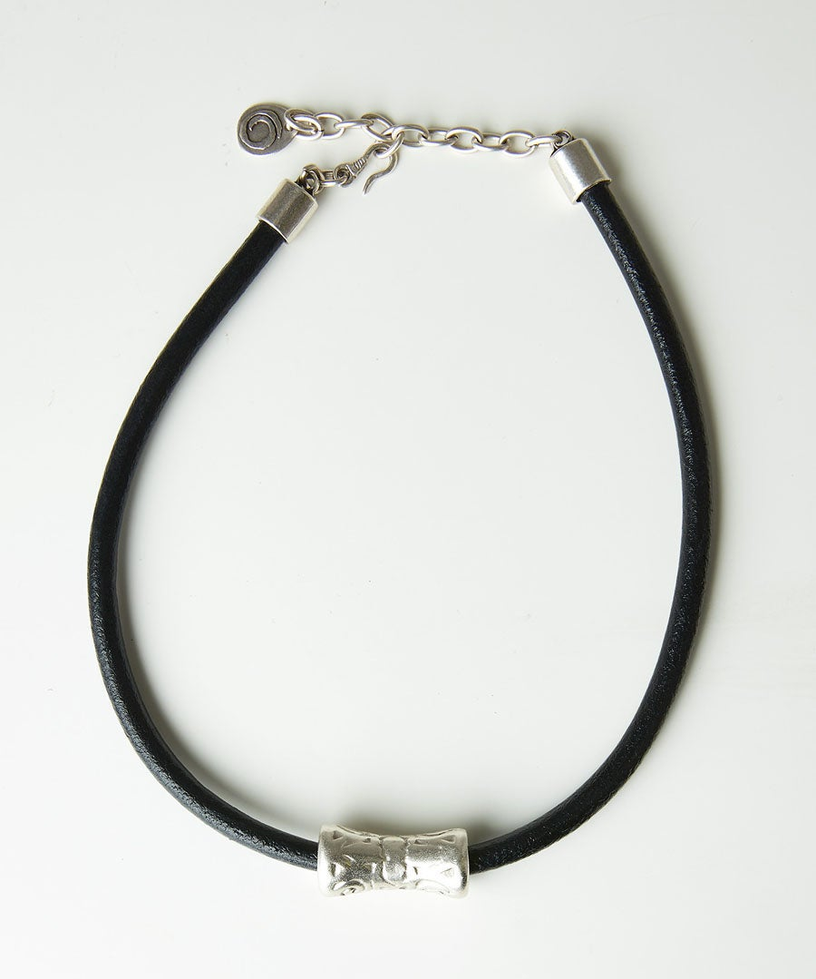 Izmir Leather Necklace Model Front
