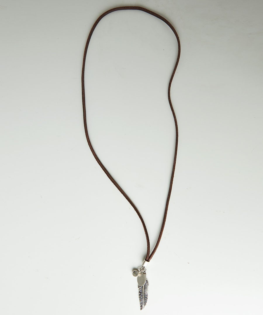 Mardin Feather Necklace Model Front
