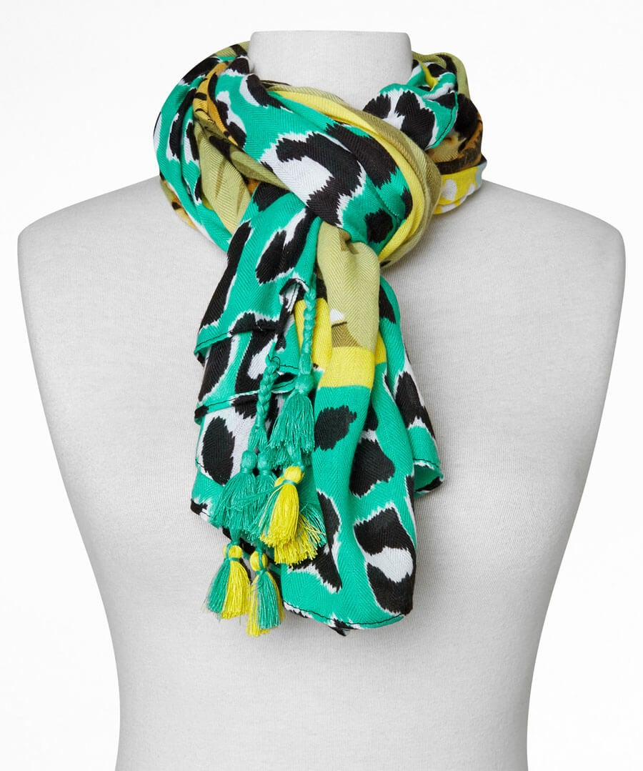 Out Of Africa Scarf Model Back