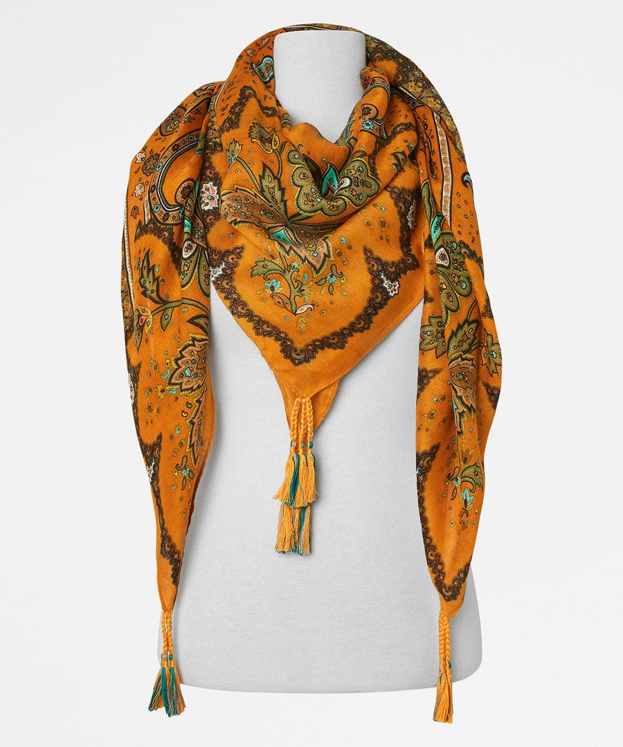 A Ray Of Sunshine Scarf Model Front