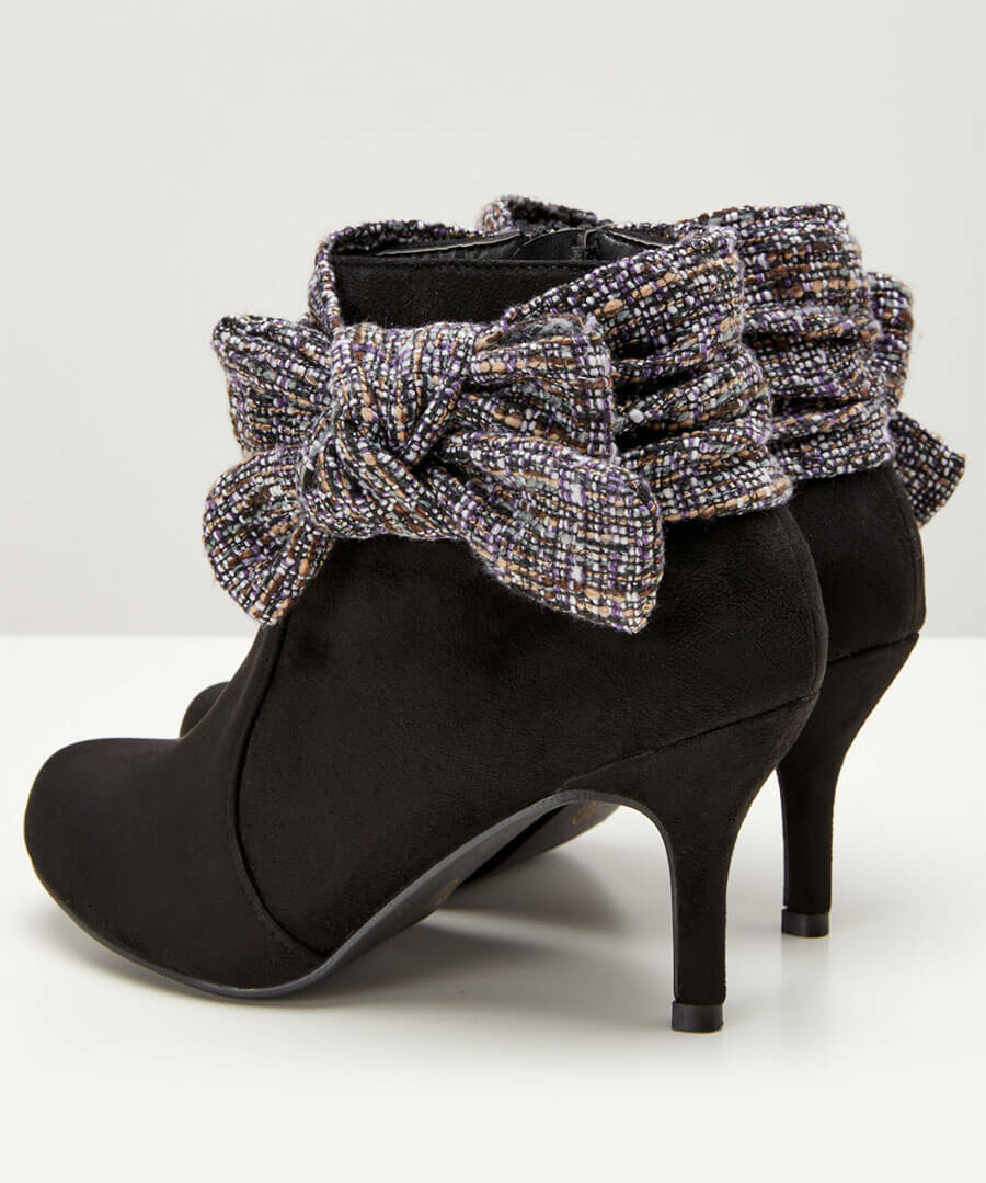 Boutiquey Bow Boots Back