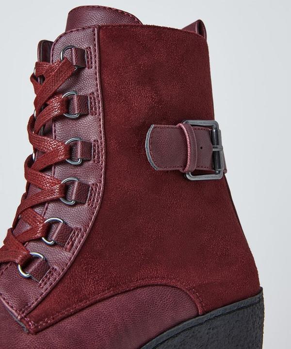 Wilderness Wedge Boots