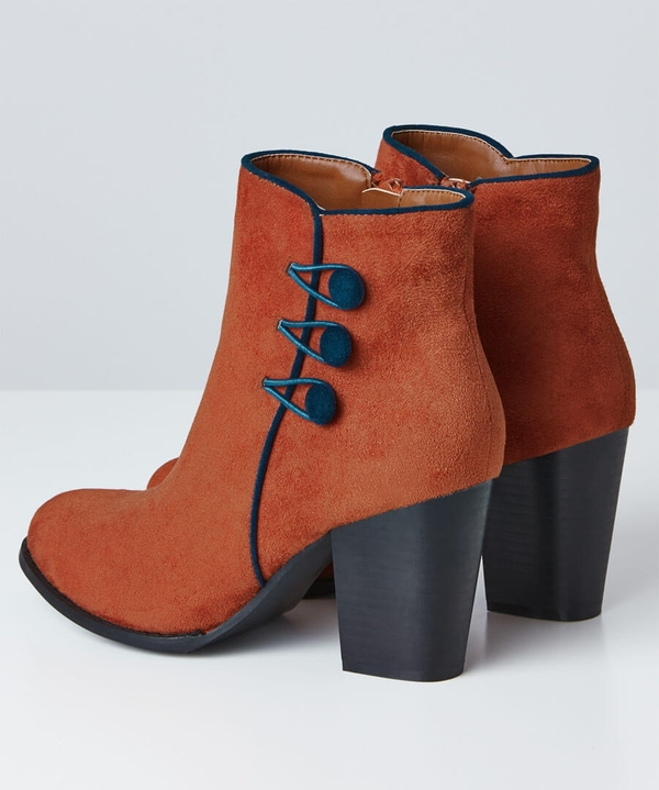 Wonderful Button Boots