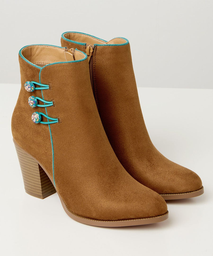 Fascinating Ankle Boots Model Front