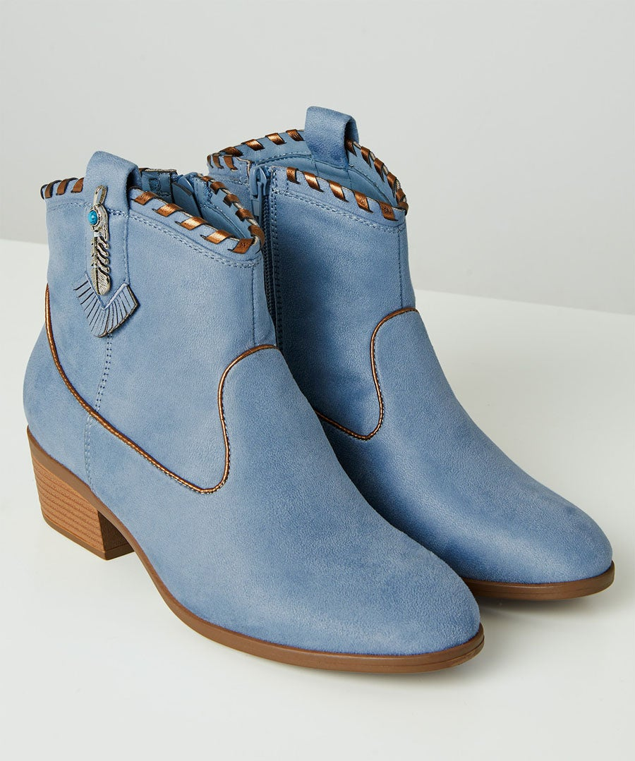 Cherokee Ankle Boots Model Front