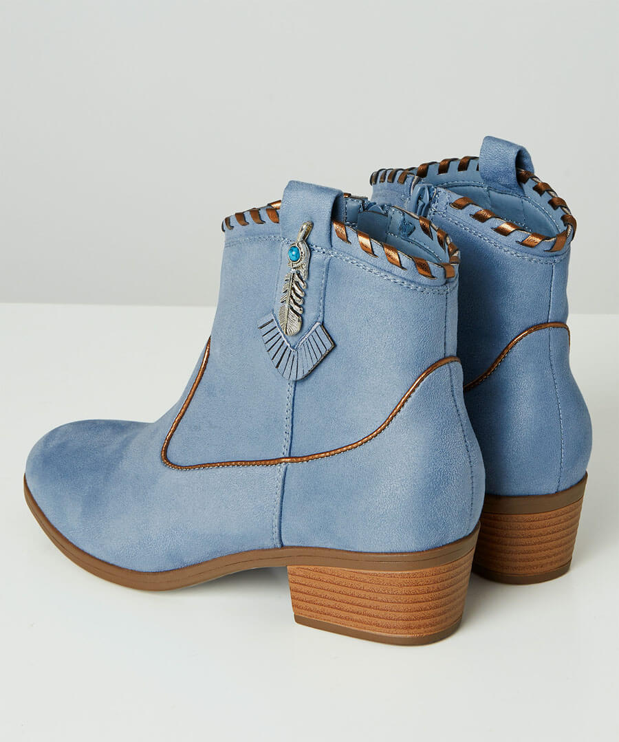 Cherokee Ankle Boots Model Back