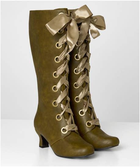 Very Victorana Eyelet Boots