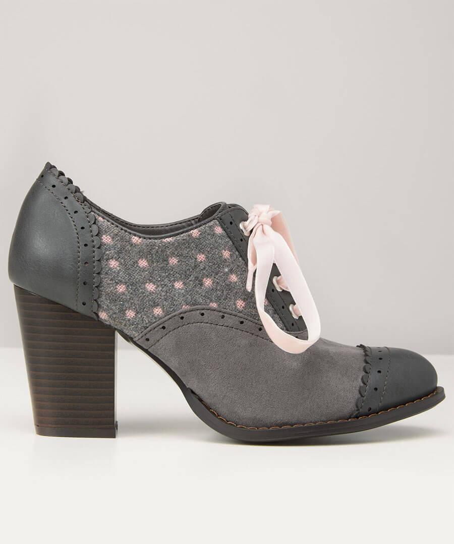 Vintage Spirit Shoes Model Back
