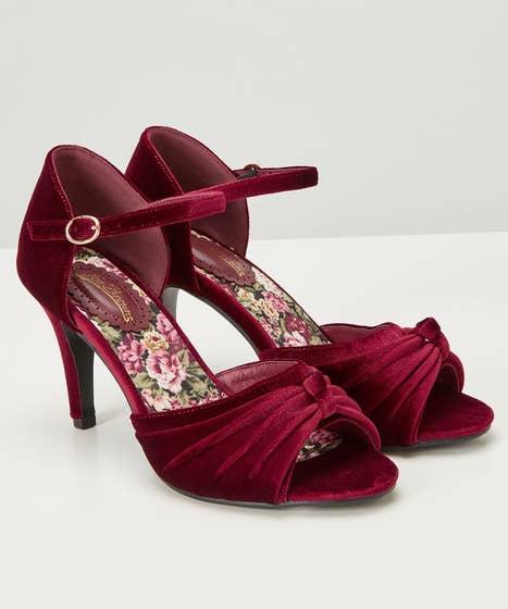 Fabulous And Feminine Velvet Shoes