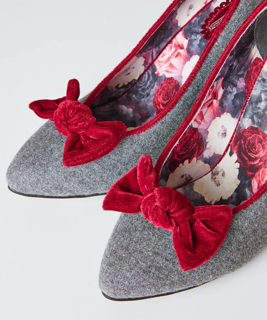 Rockefeller Velvet Bow Shoes Model Back