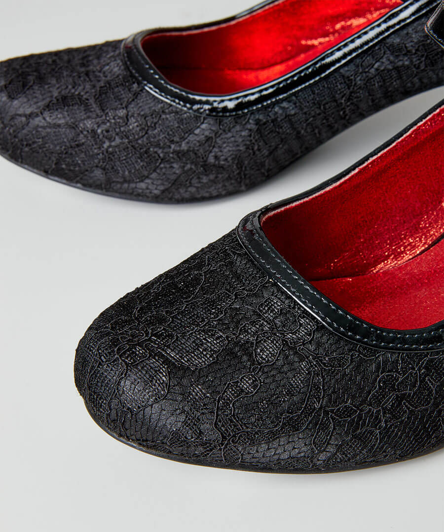 Lovely Lace Vintage Shoes Model Back