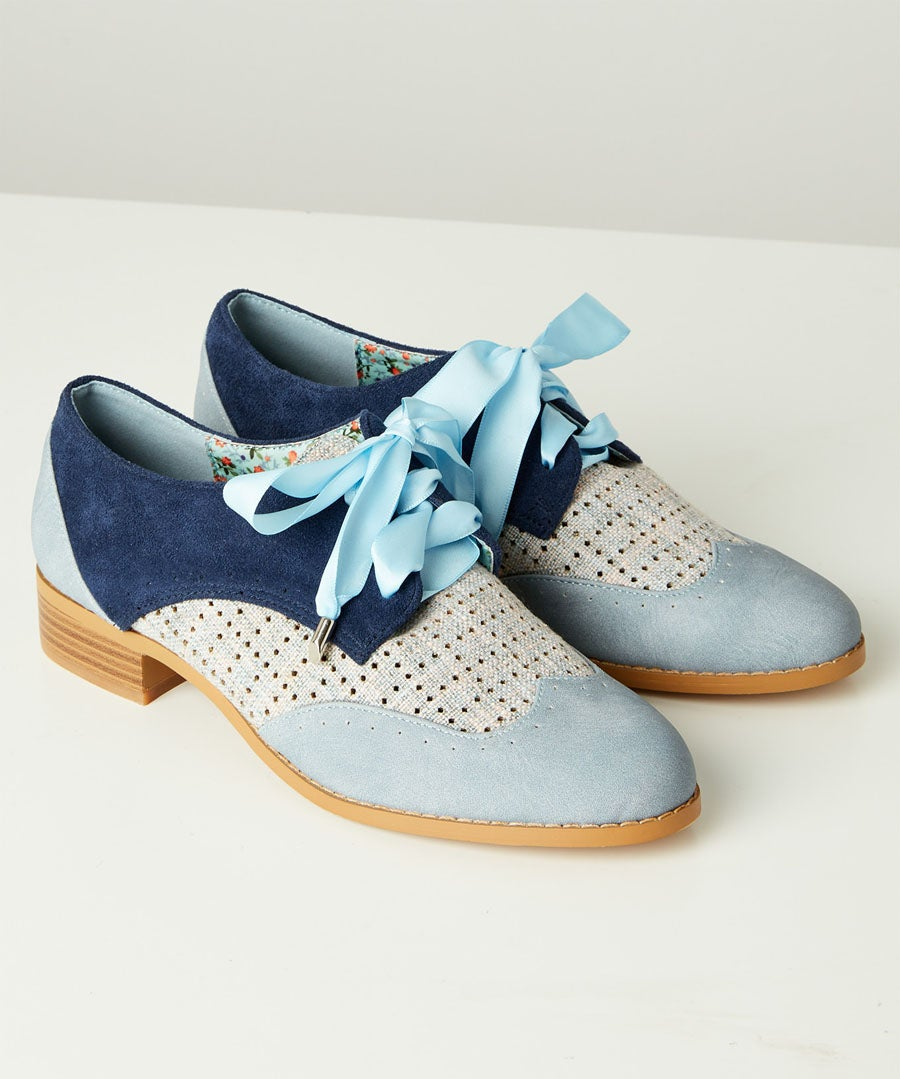 Blues Street Lace Up Shoes Model Front