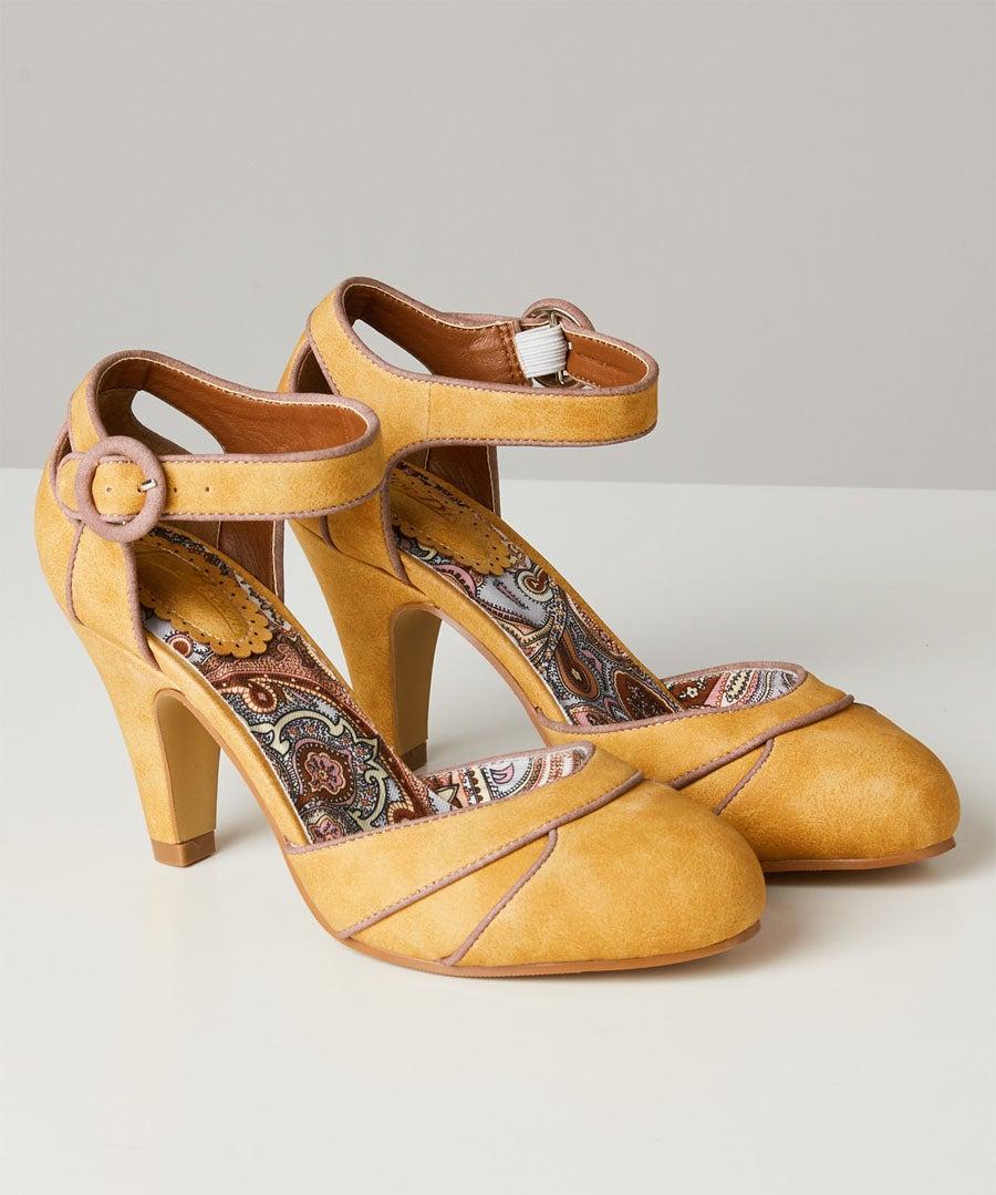 Twilight Cafe Shoes Model Front