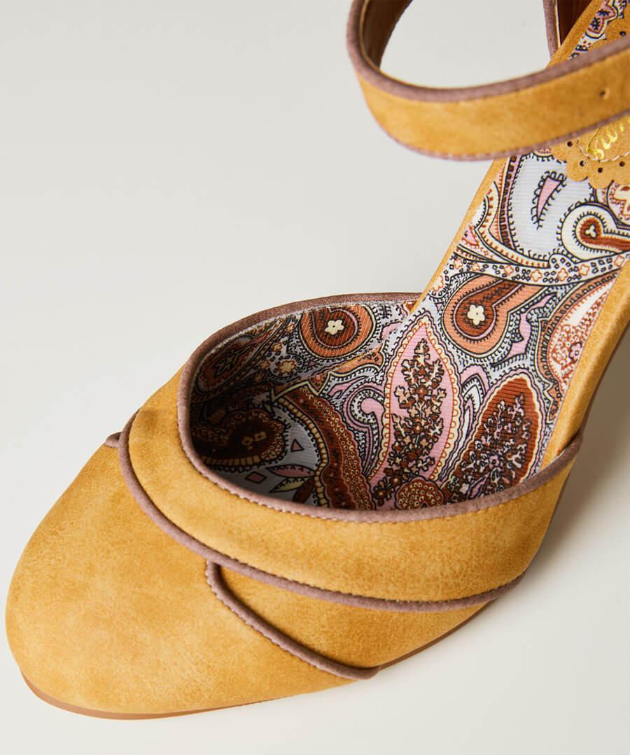 Twilight Cafe Shoes Model Back