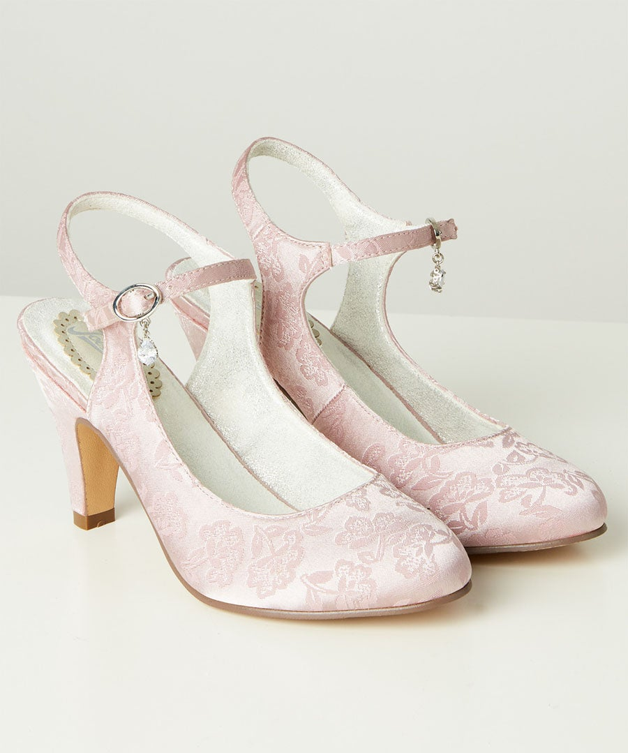 Manhattan Cherry Shoes Model Front