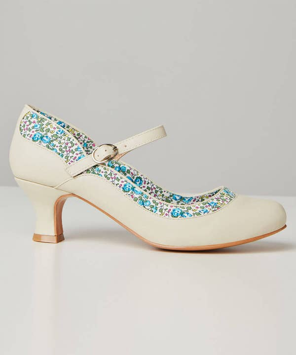 Dainty And Delightful Shoes