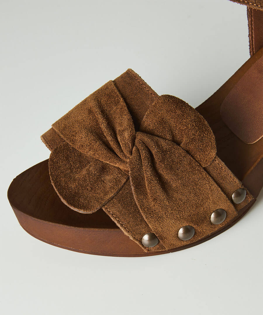 Roman Holiday Suede Shoes Model Back