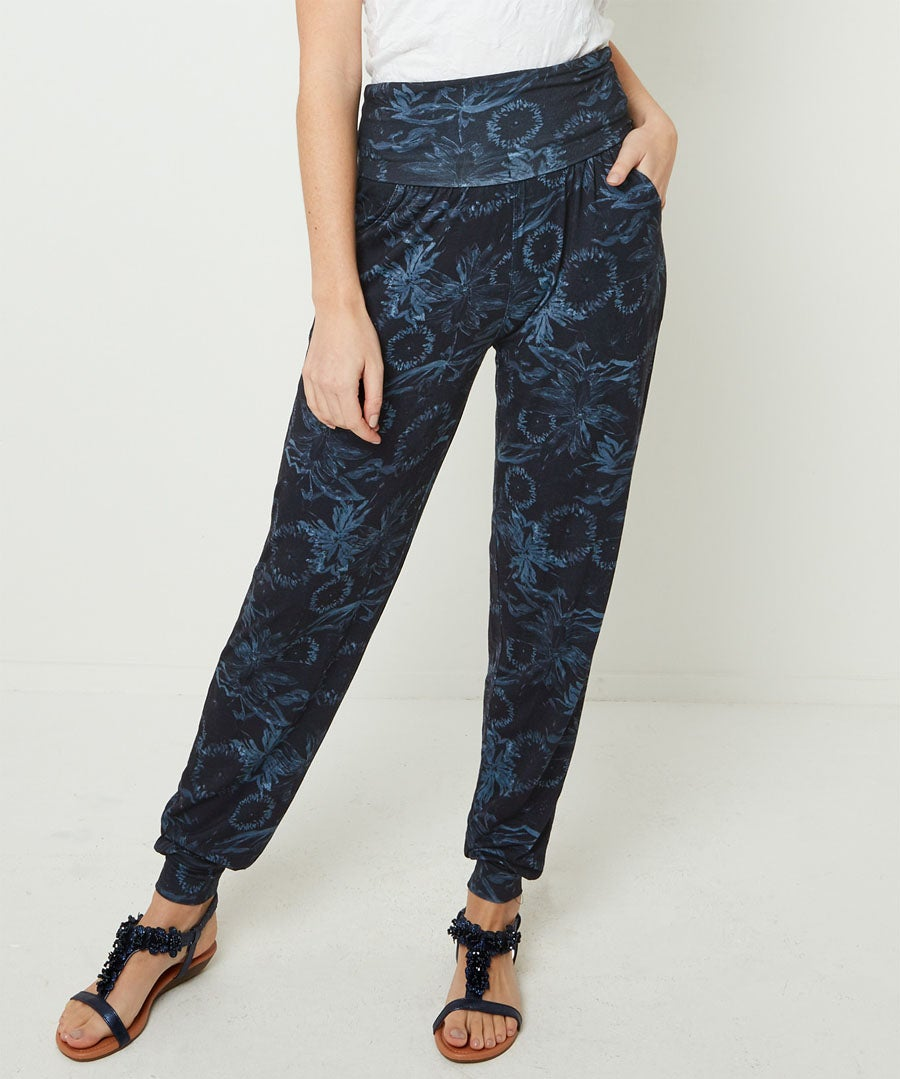 Comfort Harem Pants Model Front