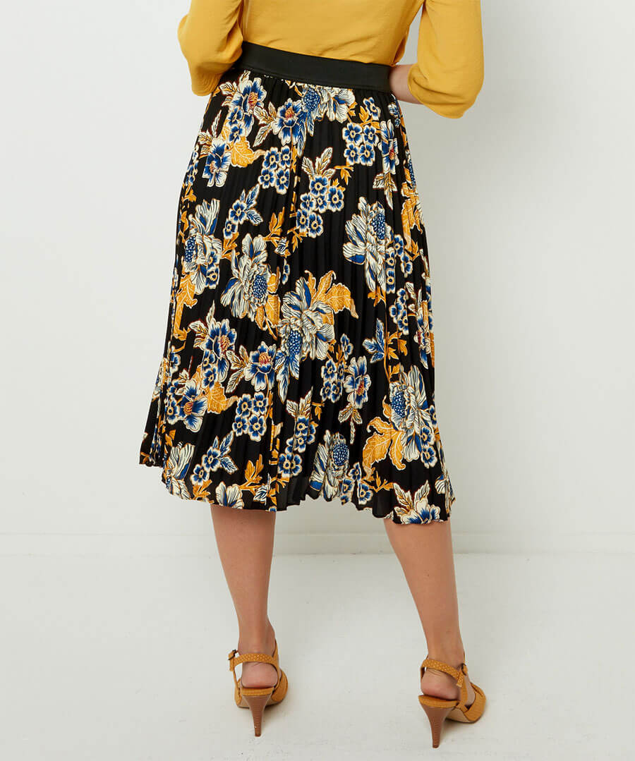 Capsule Collection Pleated Skirt Model Back