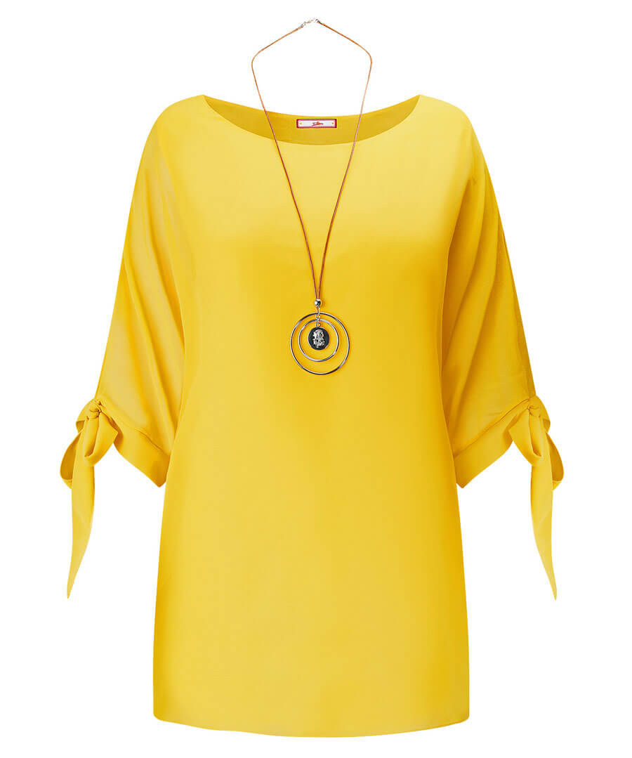 Flowing Top With Necklace