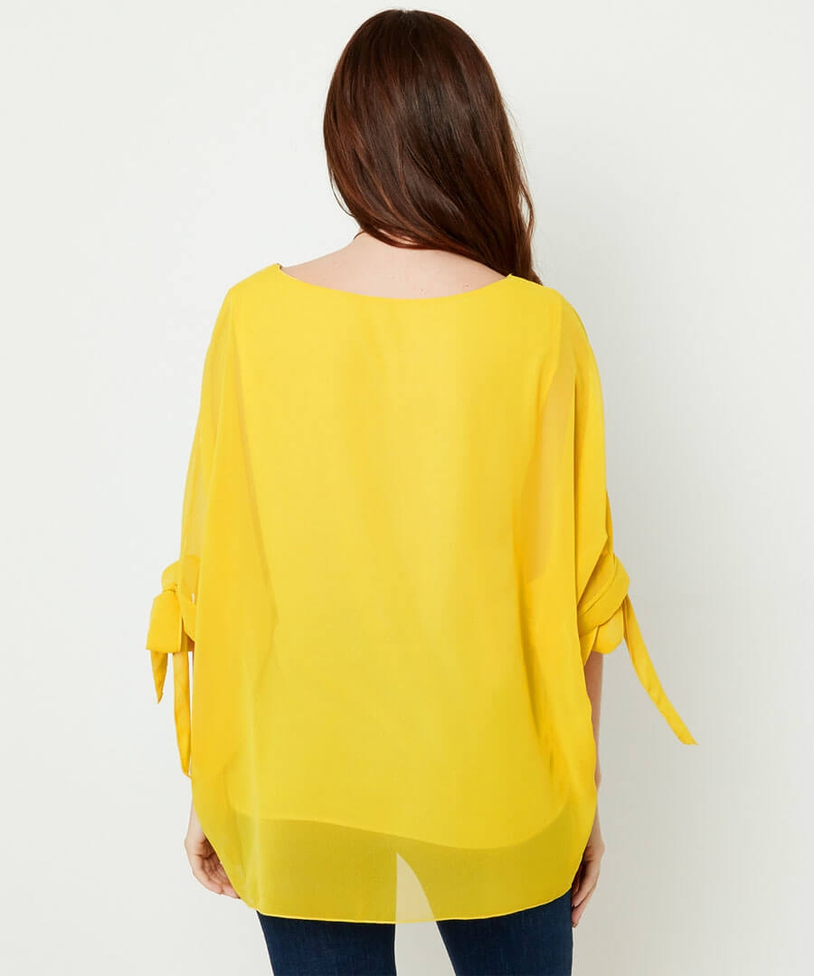 Flowing Top With Necklace Model Back