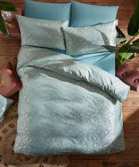 Luxury Jacquard Iris Bed Set