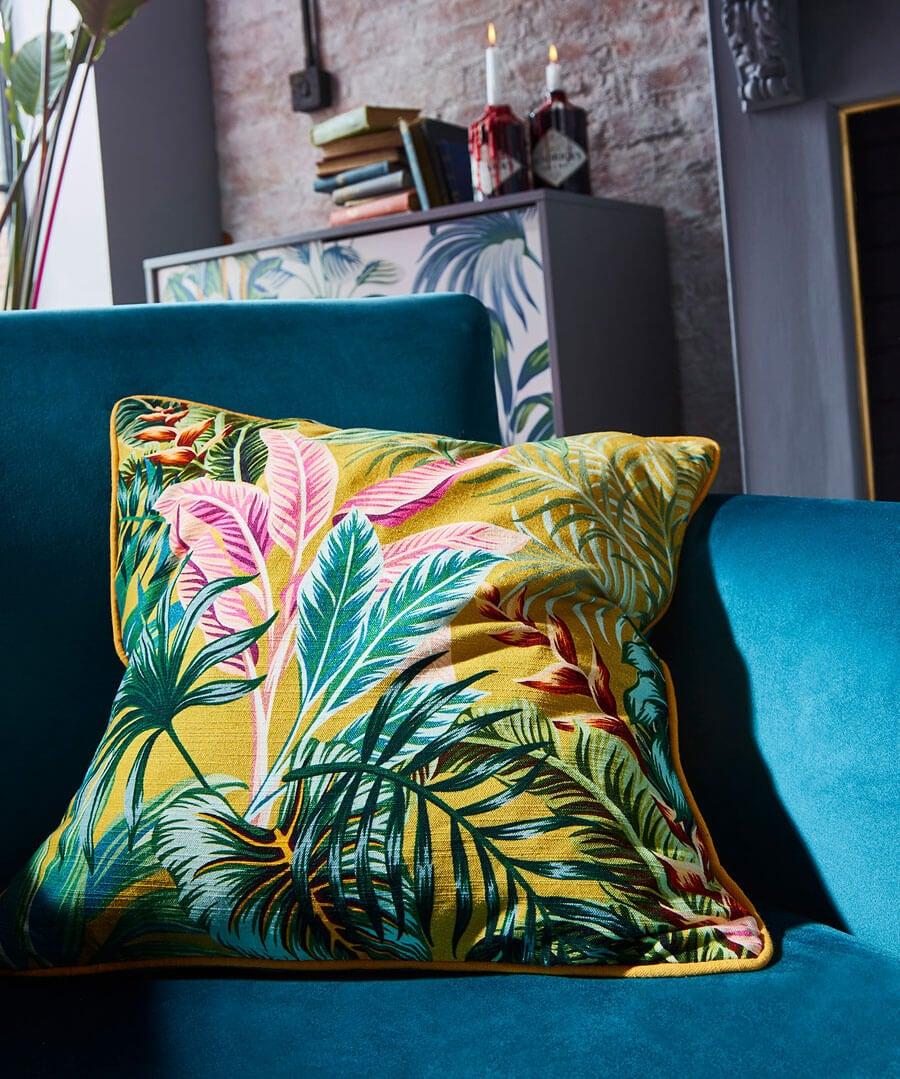 Destination Paradise Cushion Model Back