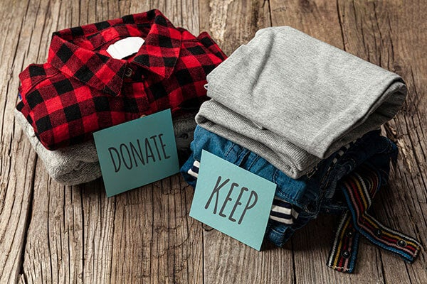 How to declutter your wardrobe, keep or donate signs