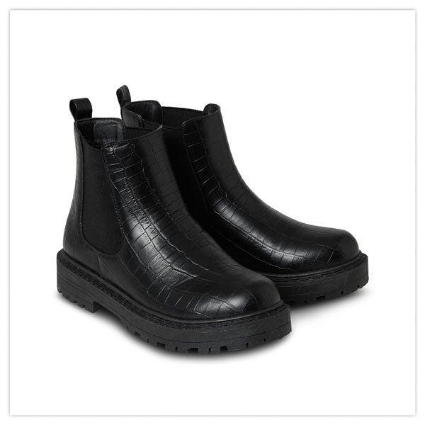 On Point Chunky Chelsea Boots
