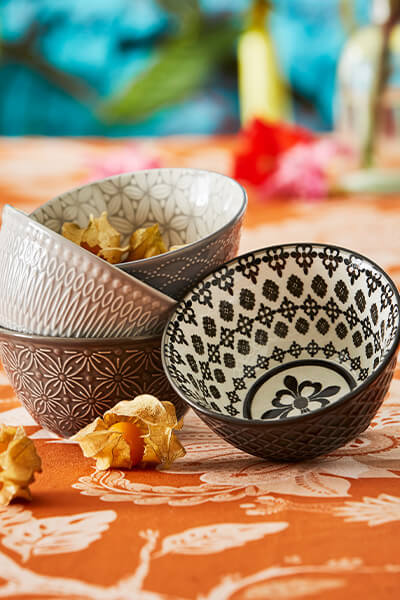 Set Of 4 Small Design Bowls